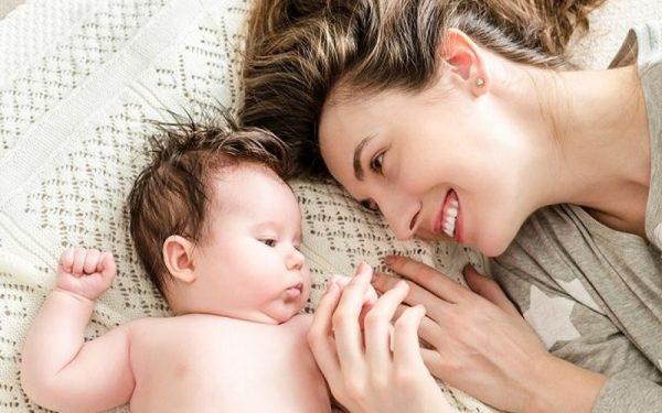 طرق العناية بالبشرة بعد الولادة
