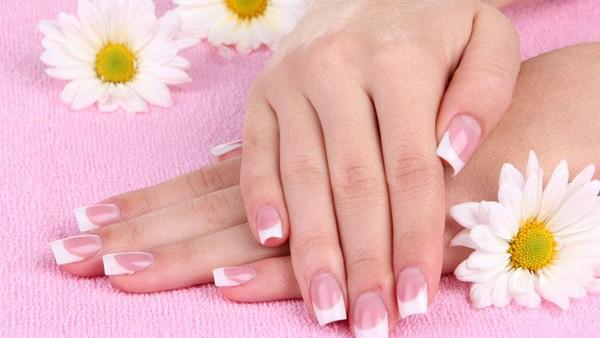 أفضل العلاجات المنزلية للعناية بالأظافر الهشة