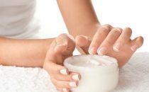 إليك كيفية تبييض اليدين بطرق طبيعية وفعالة