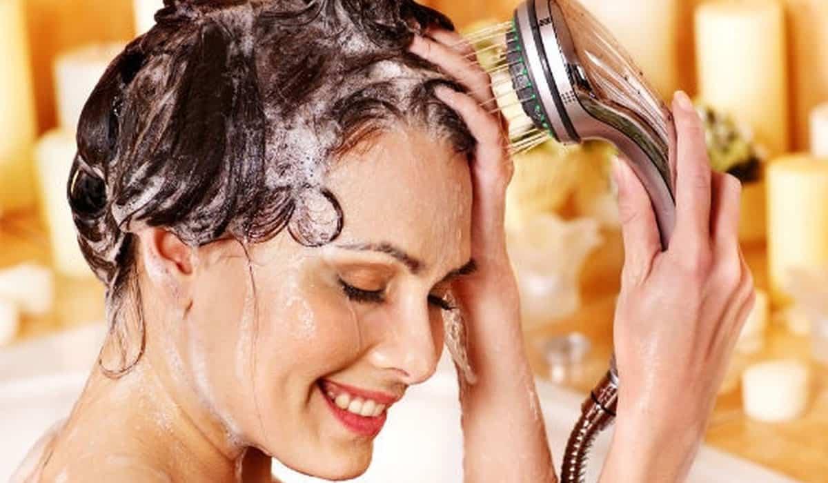 استبدلي بلسم شعرك بهذه المكونات الطبيعية