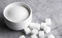 مقشر الحليب والسكر لبشرة ناعمة ونضرة