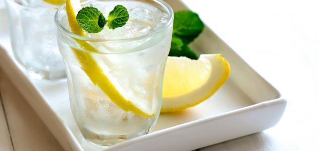كوب من الماء والليمون لصحة دائمة