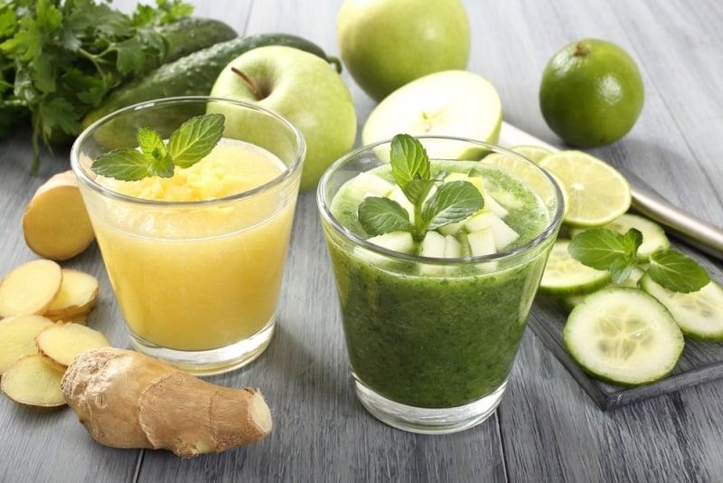 عصير التفاح والخيار والزنجبيل