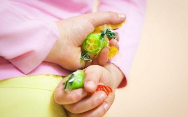 نصائح للتعامل مع عادة السرقة عند الأطفال