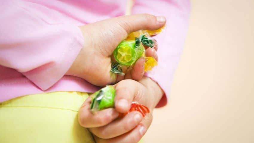 نصائح للتعامل مع مشكل السرقة عند الأطفال