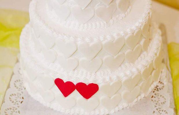 أسهل طريقة لتحضير تورتة الأعراس بالكريمة