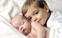 نصائح للتعامل مع غيرة الطفل من المولود الجديد