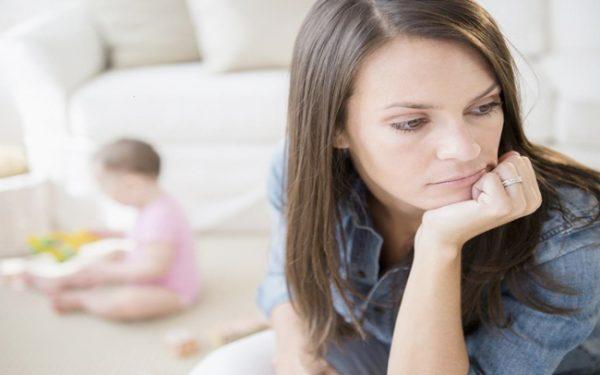 أعراض اكتئاب ما بعد الولادة وطريقة علاجه