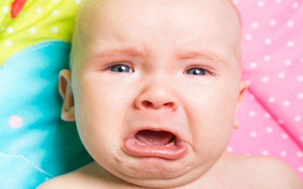 طفلي كثير البكاء.. كيف أتصرف؟