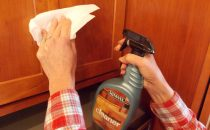 حيل منزلية لتنظيف خشب المطبخ من الدهون
