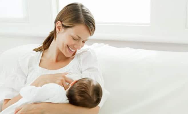 بعد إرضاع الطفل