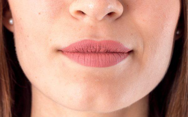 4 مكونات طبيعية غير مكلفة للتخفيف من تجاعيد الفم