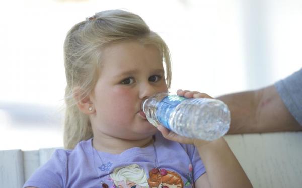 طريقة التعامل مع الجفاف لدى الأطفال في فصل الصيف