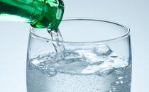 فوائد غير متوقعة للمياه الغازية على بشرتك .. اكتشفيها الآن