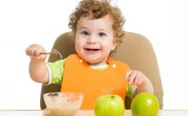 تعرفي على طرق التغذية السليمة للأطفال حسب السن