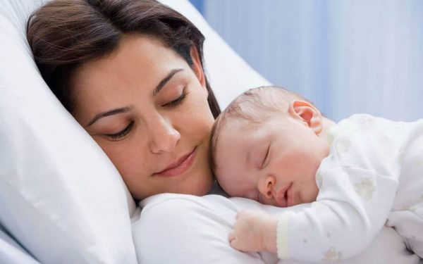 هل أن مولودك قادر على التعرف عليك؟ متى وكيف يفعل ذلك؟