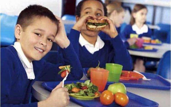 كيف تؤمنين لطفلك التغذية المتكاملة للنجاح في دراسته؟
