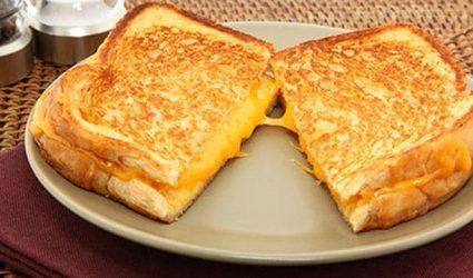 فطائر التوست بالجبن اللذيذة
