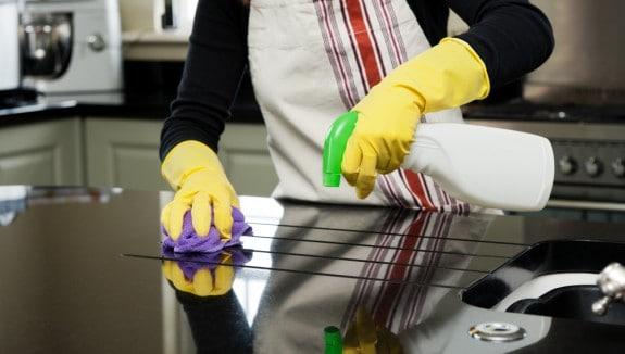 أماكن يجب تنظيفها في المطبخ.. هل تعرفينها؟