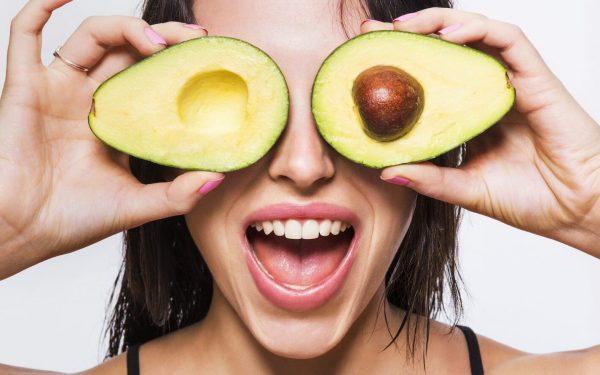 7 وصفات من الأفوكادو لعلاج حبوب البشرة