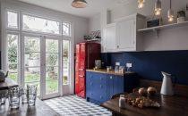 بالصور: مطابخ عصرية بألوان جريئة وجذابة