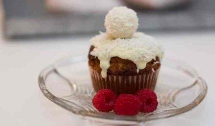 مافن الشوكولاتة بحلوى كرة الرفايلو بجوز الهند