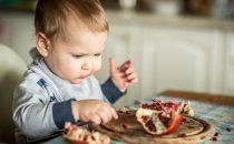 الرمان: كنز من الفوائد الصحية لطفلك