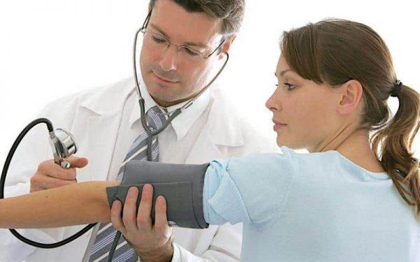 علاجات طبيعية للسيطرة على انخفاض ضغط الدم