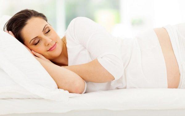 إليك أفضل النصائح لتفادي مشاكل النوم أثناء الحمل