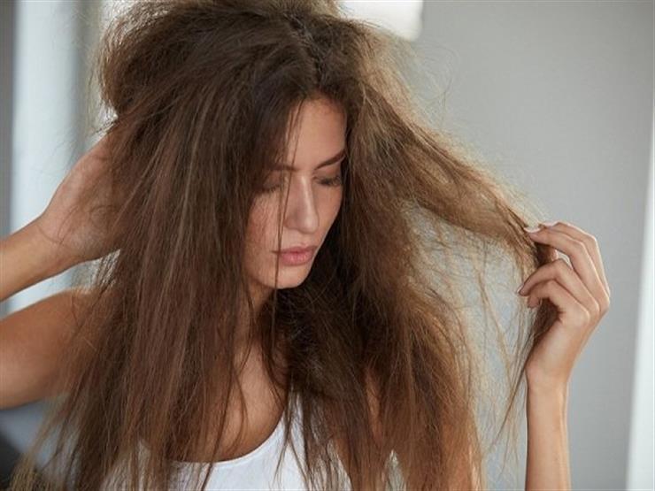 تخلصي من تقصف الشعر خلال أسابيع وجيزة بهذه الطرق!