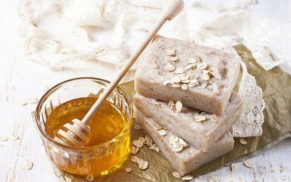 طريقة تحضير صابون العسل والشوفان لبشرة رطبة وجميلة