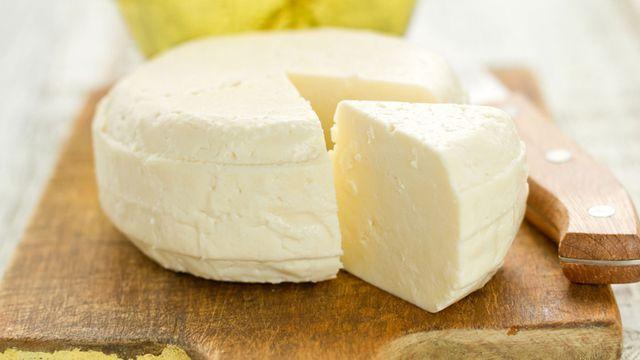جهزي الجبنة البيضاء في المنزل