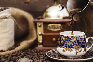 جهزي لعائلتك القهوة العربية مثل المقاهي