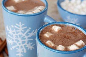 دللي أطفالك وجهزي شراب الشوكولاته الساخن بالمارشميلو