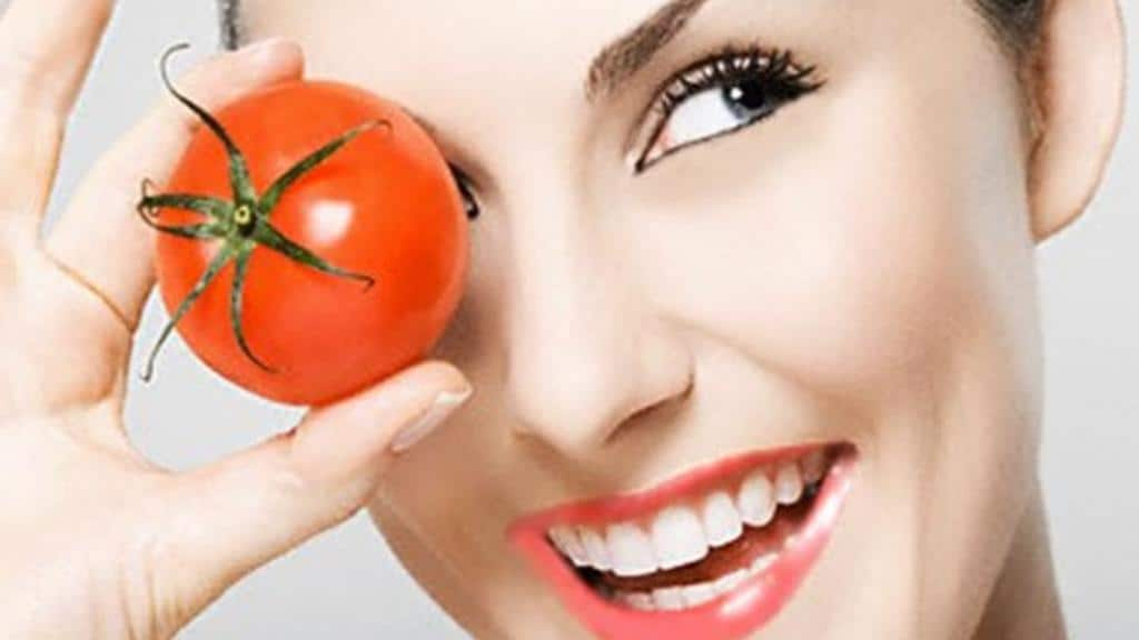 استخدمي الطماطم لتتخلصي من حبوب الشباب نهائيا