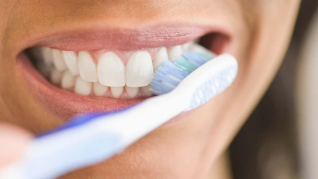 بدائل طبيعية لمعجون الأسنان