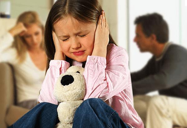 5 تأثيرات سلبية لشجار الوالدين أمام الطفل