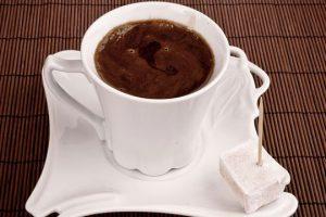 خطوات تجهيز القهوة اليمنية بالزنجبيل