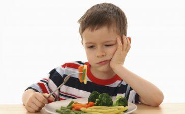 كيف تجعلين طفلك يحب تناول الخضار