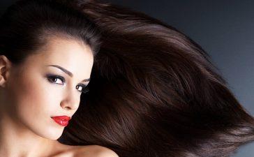 خلطات طبيعية سريعة ستمنحك شعر لامع وقوي