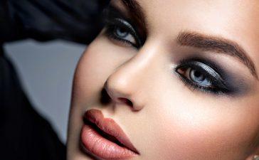 أفكار مختلفة لتطبيق مكياج العيون السموكي
