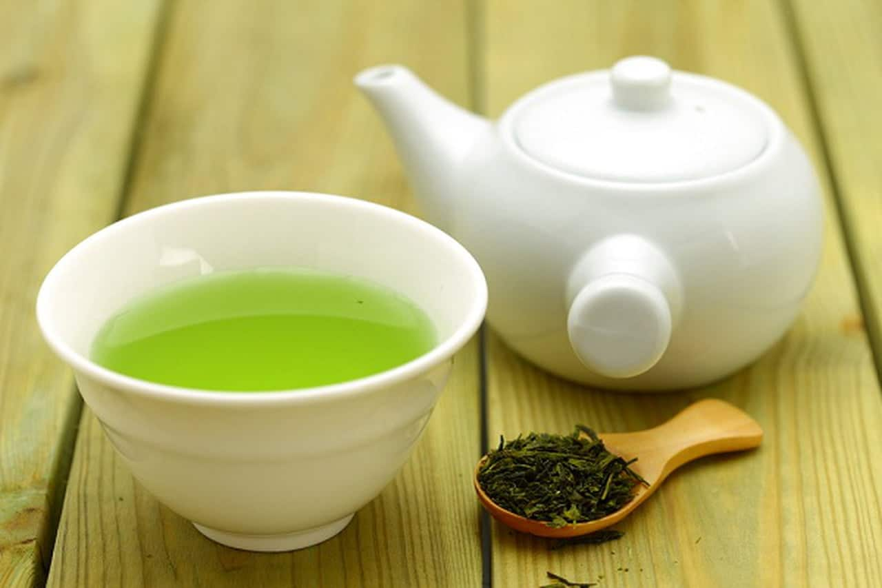 الشاي الأخضر لاستعادة نضارة البشرة