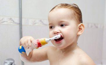 اكتشفي كمية معجون الأسنان المنصوح بها للأطفال