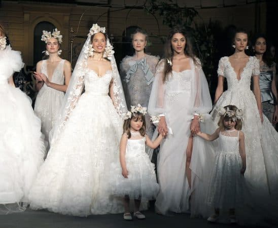 a267c835e0947 تصاميم رومنسية لفساتين زفاف ماركة ماركيزا Marchesa