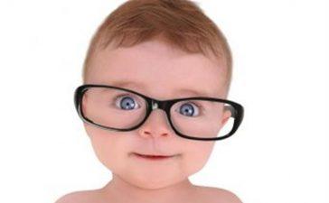عينين الطفل