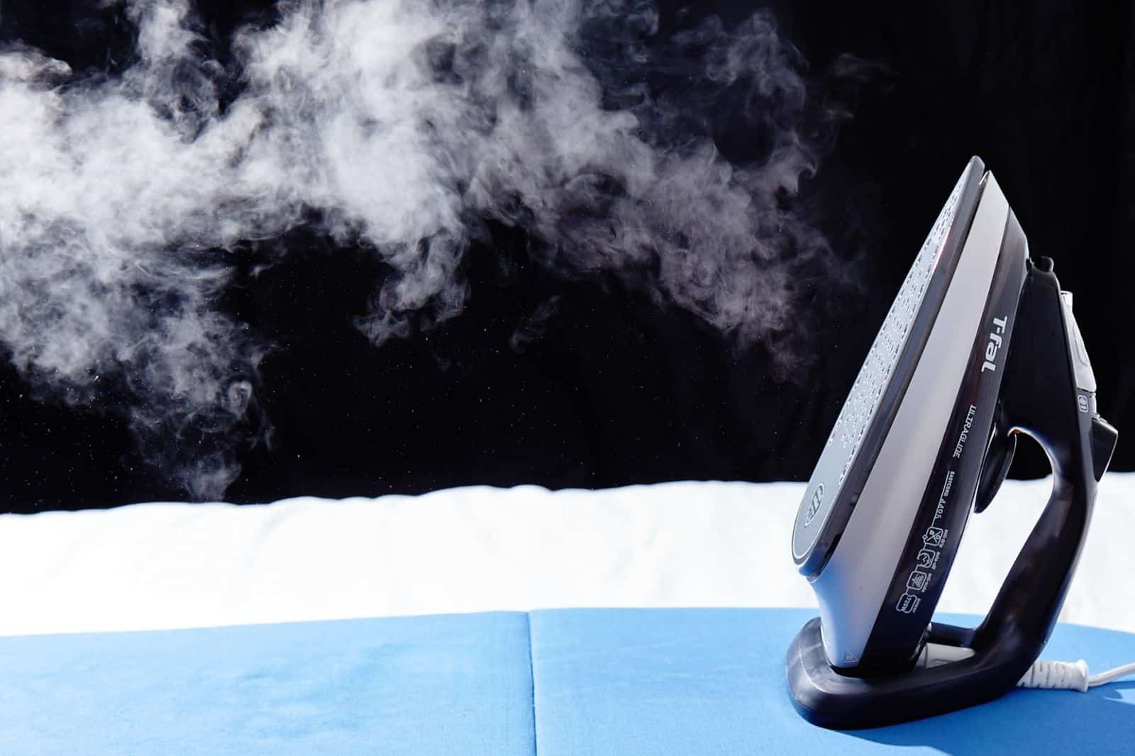 حيل منزلية فعالة لتنظيف مكواة البخار