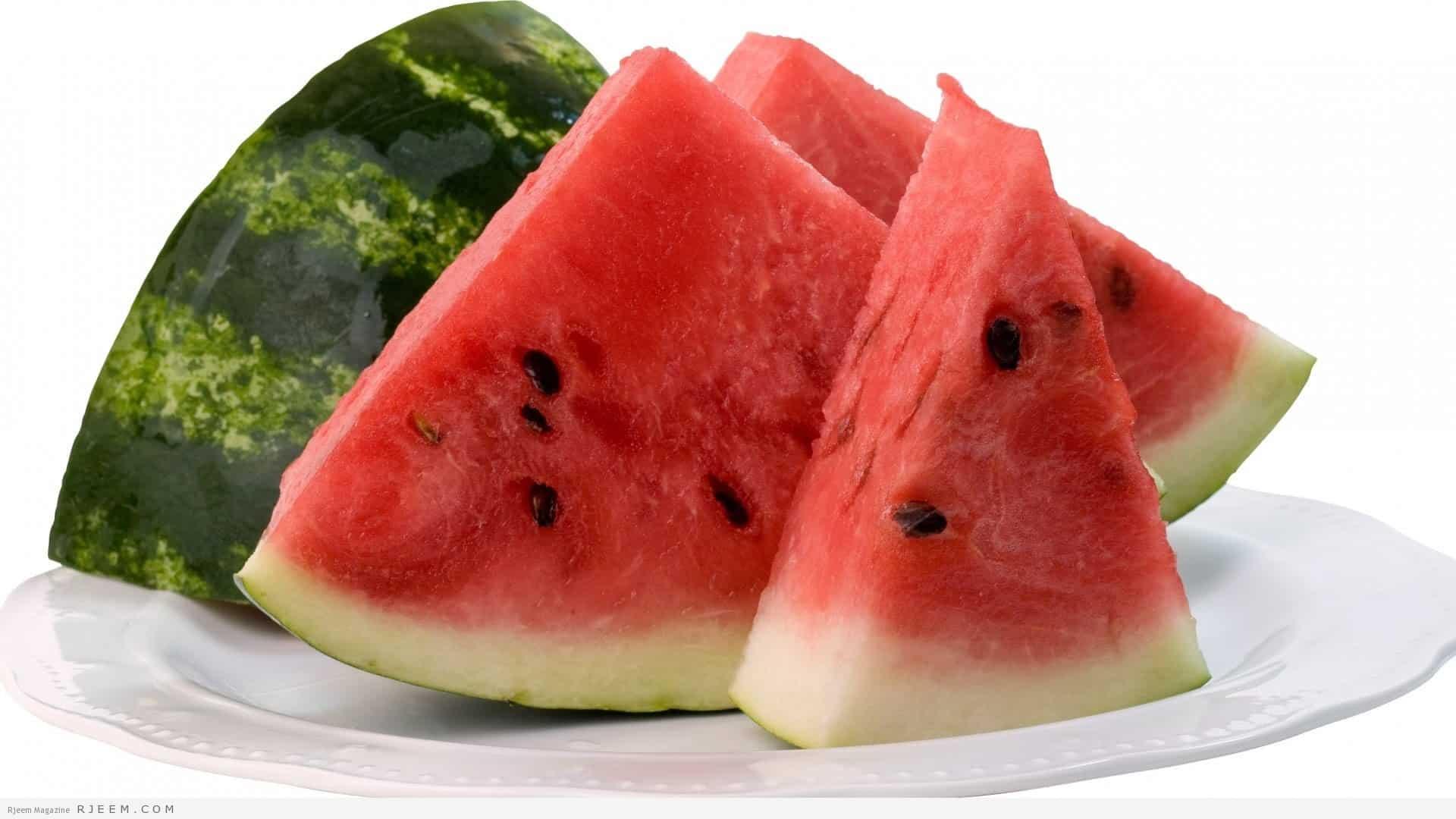 لا تفوتي الاستمتاع بفوائد البطيخ على بشرتك هذه الصائفة