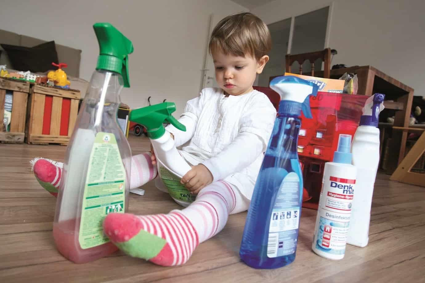 كيف تتصرفين إذا ابتلع طفلك مادة خطرة؟