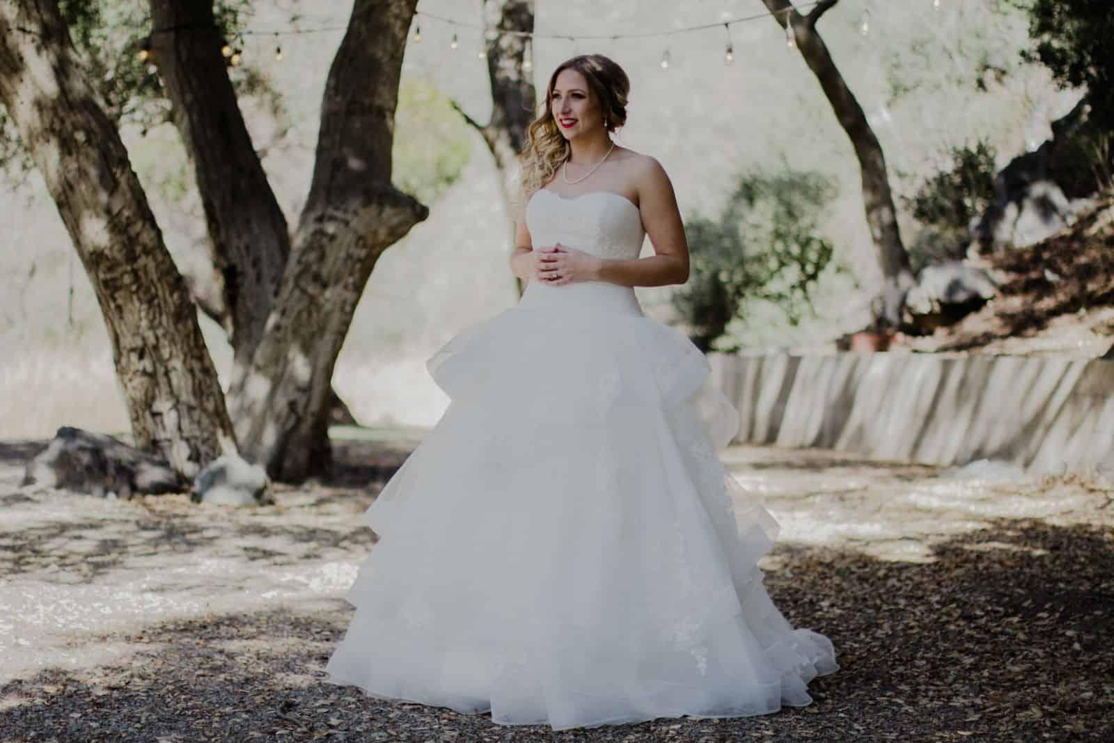 تشكيلة رائعة من فساتين الزفاف المناسبة لصاحبات الجسم الكمثري