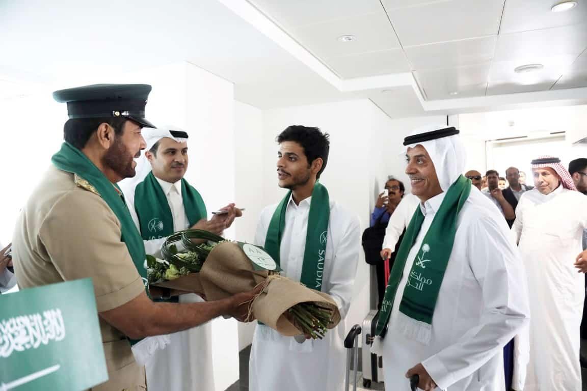 توزيع الأعلام السعودية